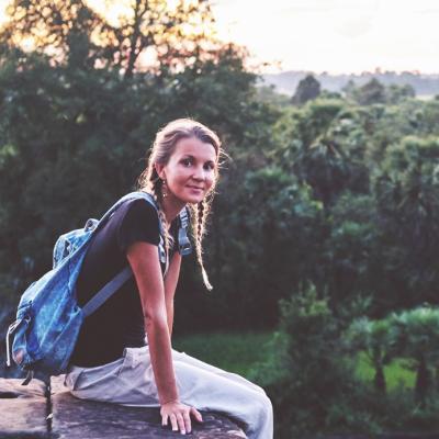 カンボジアを冒険する短期の女性ボランティア